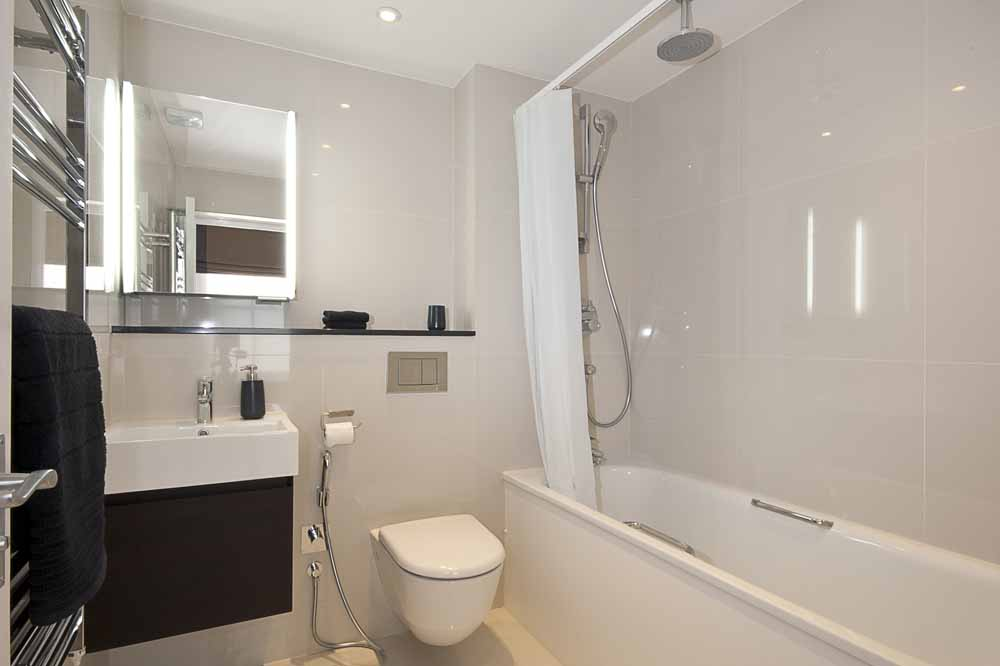 Superior Two Bedroom Apartment - Bathroom