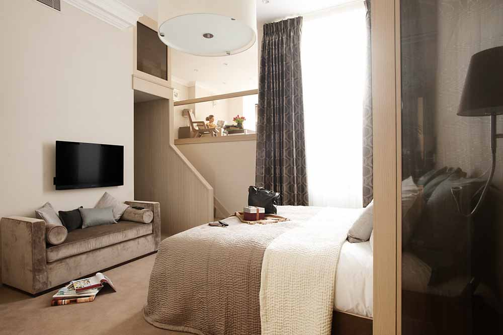 Three Bedroom Knightsbridge Penthouse Suite - Bedroom
