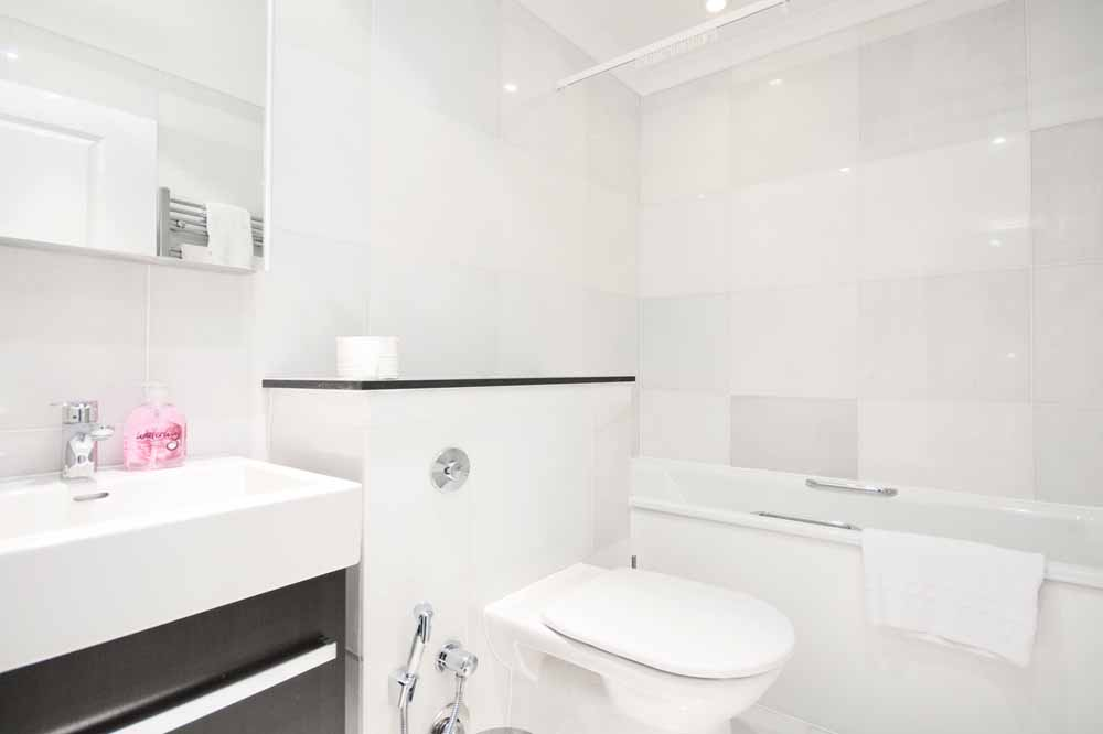 Standard One Bedroom Apartment - Bathroom