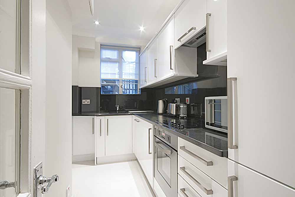 Superior One Bedroom Apartment - Kitchen