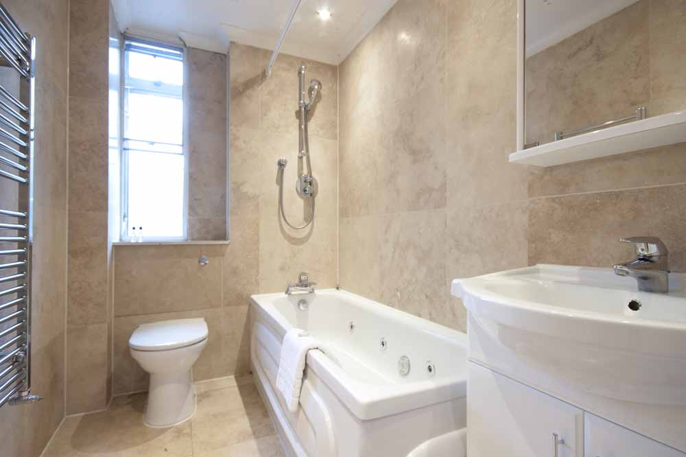 Superior Three Bedroom Apartment - Bathroom