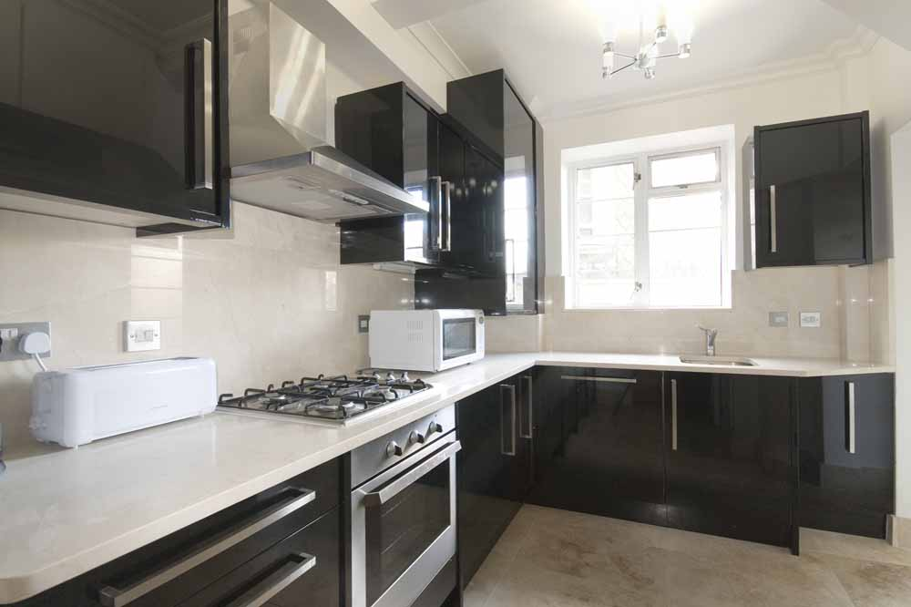 Superior Three Bedroom Apartment - Kitchen