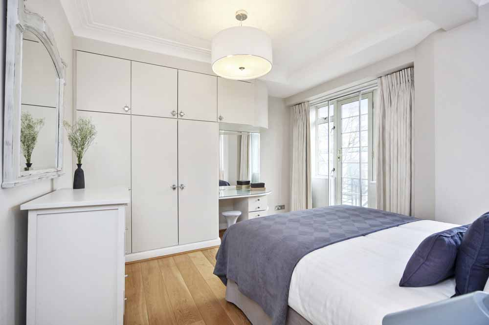 Superior Three Bedroom Apartment - Bedroom