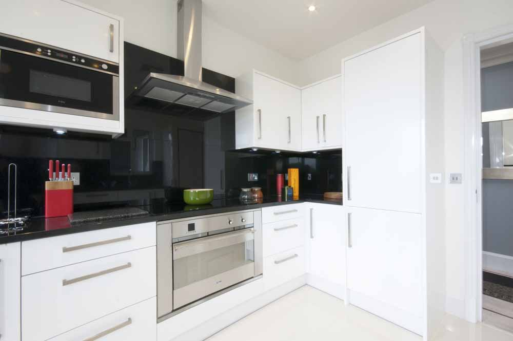 Hyde Park Suite Four Bedroom Apartment - Kitchen