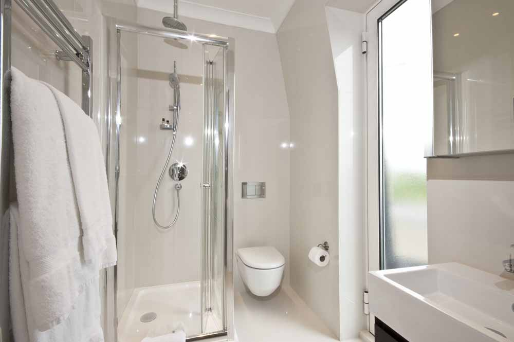 Hyde Park Suite Four Bedroom Apartment - Ensuite Bathroom