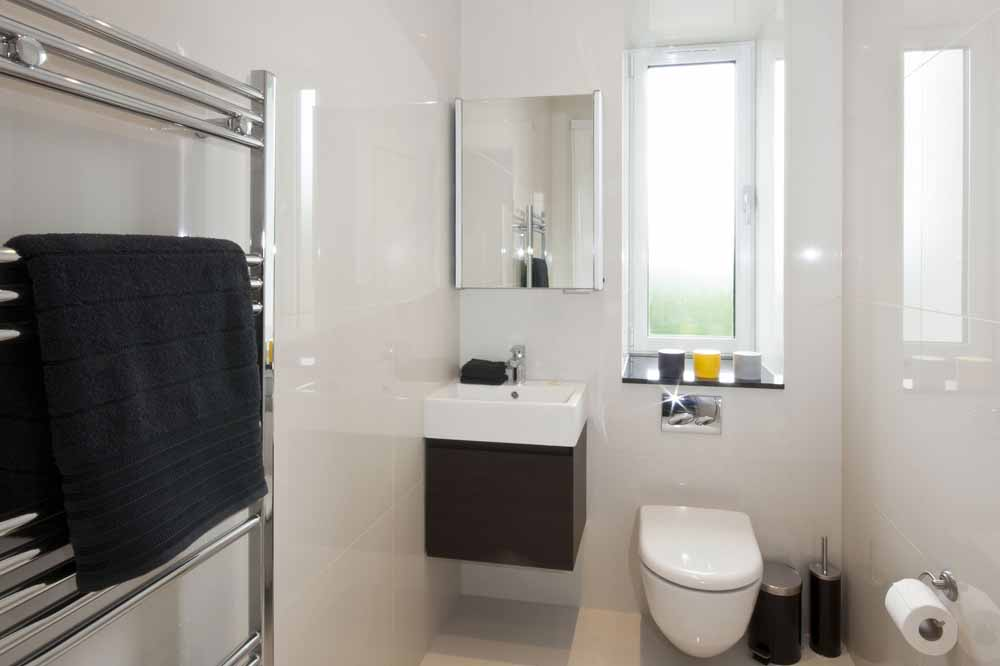 Hyde Park Suite Four Bedroom Apartment - Guest Toilet