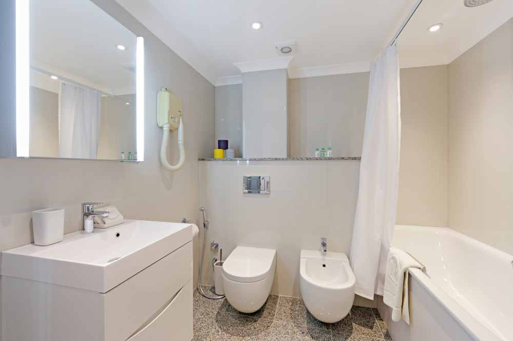 One Bedroom Superior Apartment - Bathroom