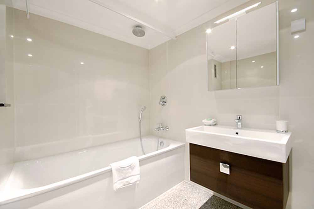 Three Bedroom Deluxe Apartment - Bathroom