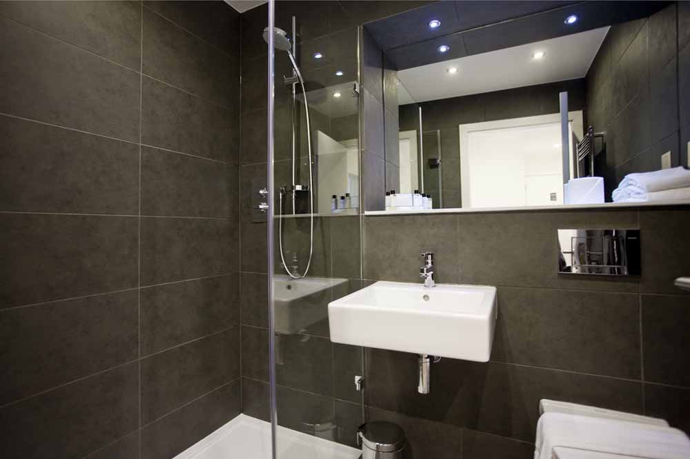 Classic One and Two Bedroom Apartment - Bathroom