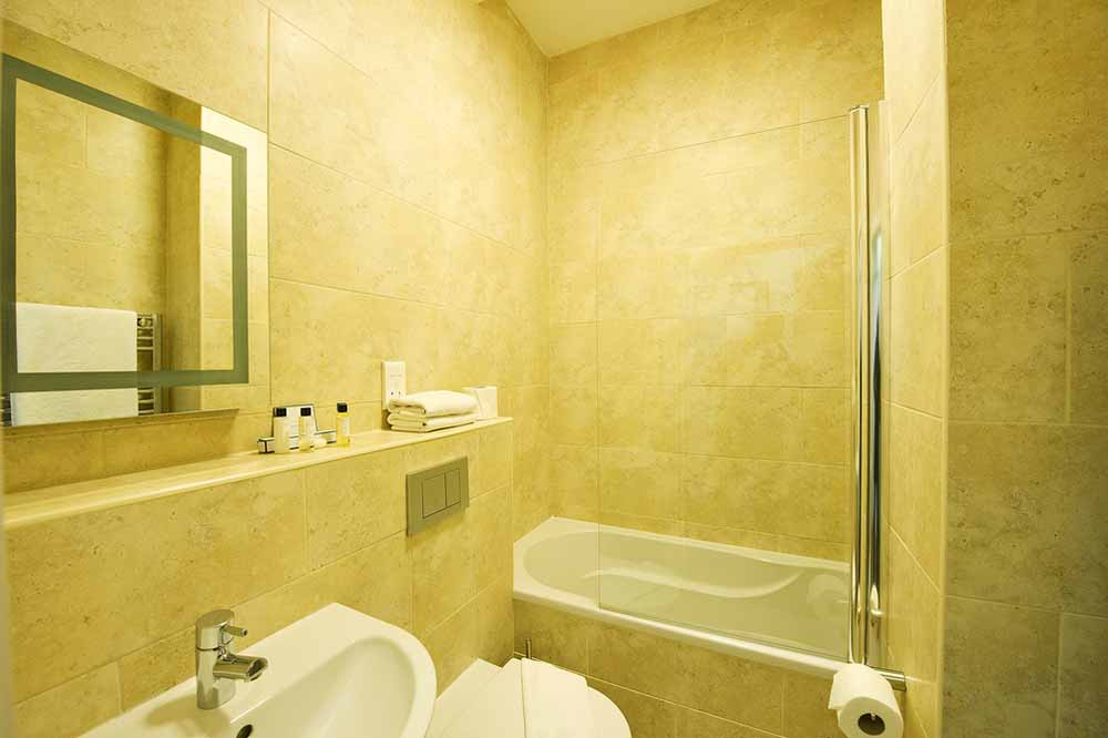 Classic One Bedroom Apartment (Puma Court) - Bathroom