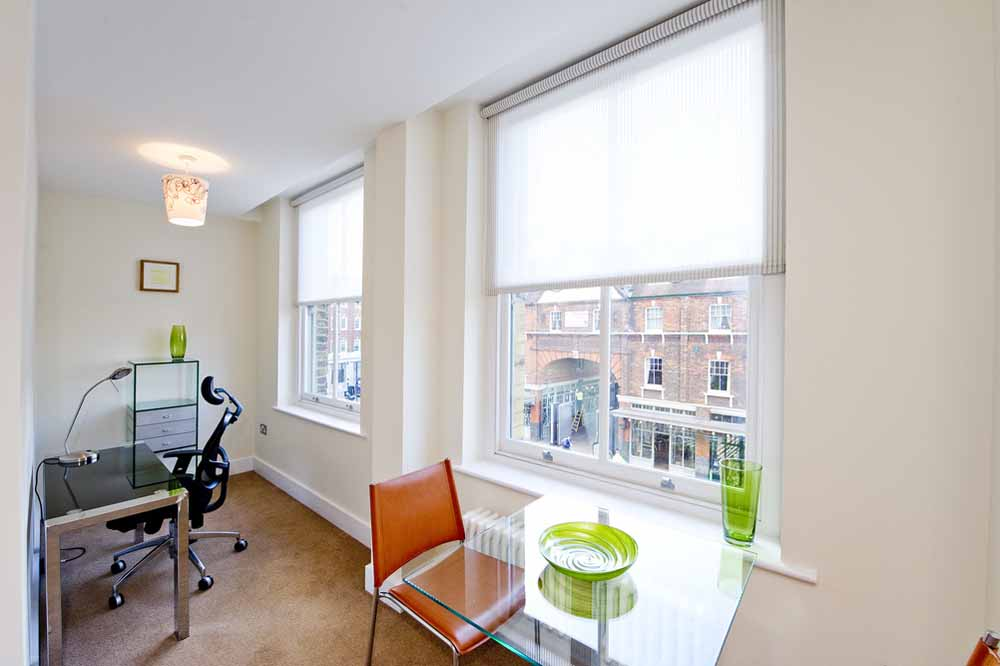 Premium One Bedroom Apartment (Commercial St) - Dining Area