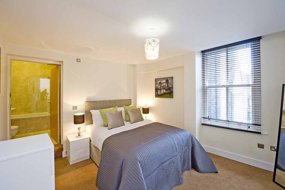 Premium One Bedroom Apartment (Commercial St) - Bedroom