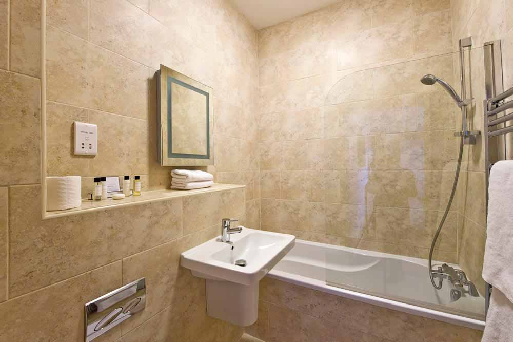 Premium One Bedroom Apartment (Commercial St) - Bathroom