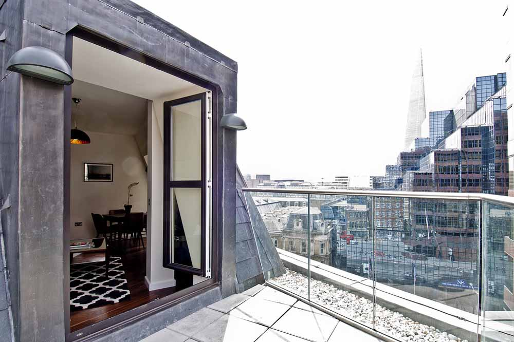 14 Lovat Lane Apartments - Terrace