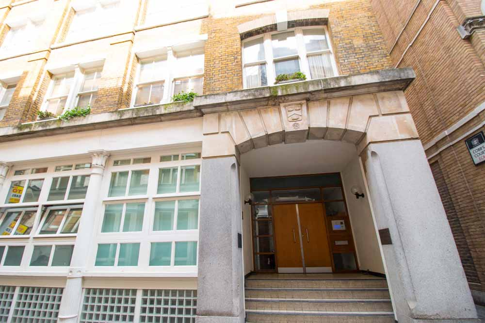 Cathedral Court Apartments - Building Entrance