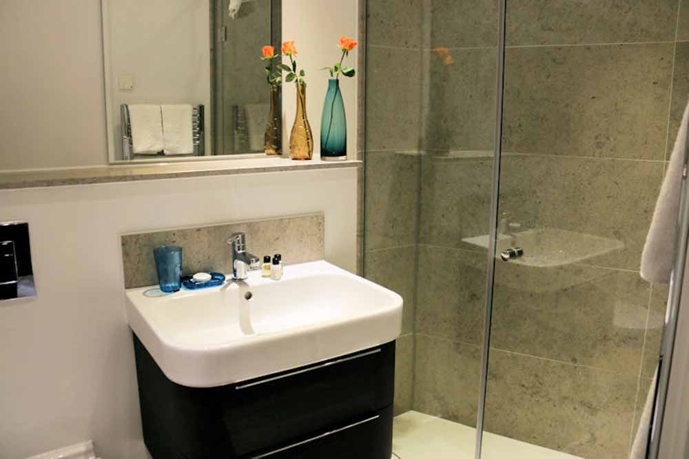 Executive Two Bedroom Apartment - Bathroom
