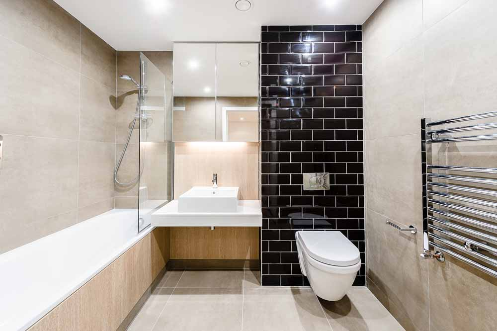 Exhibition Way Apartments - Bathroom