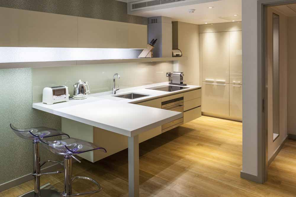 Luxury One Bedroom Apartment with Tower View - Kitchen and Dining Room