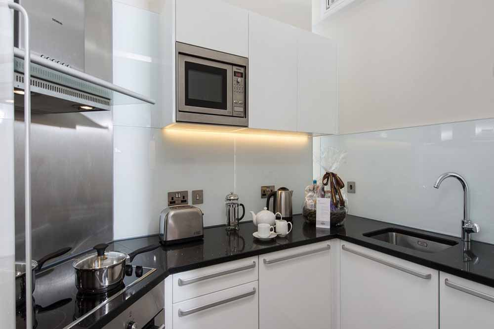 Deluxe Studio Apartment - Kitchen
