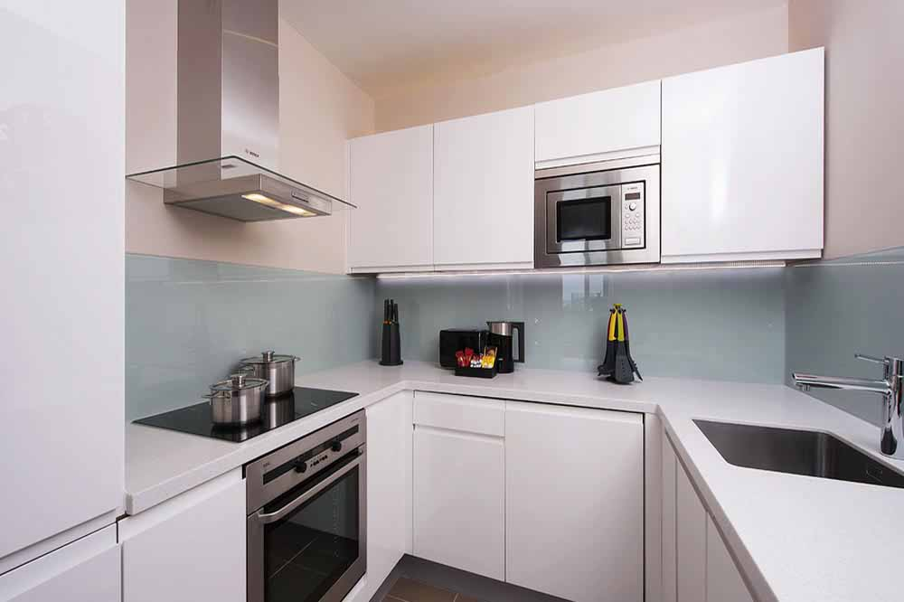 Deluxe One Bedroom Apartment - Kitchen