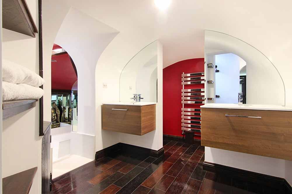 Two Bedroom Apartment - En-suite Bathroom Washing Basins