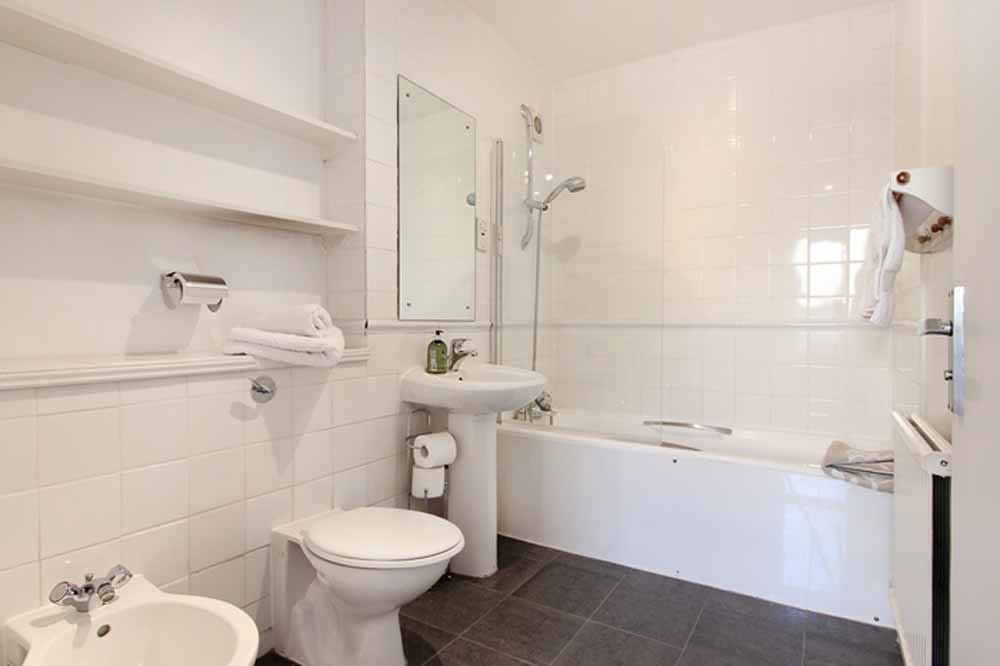 Three Bedroom Apartment - En-suite Bathroom