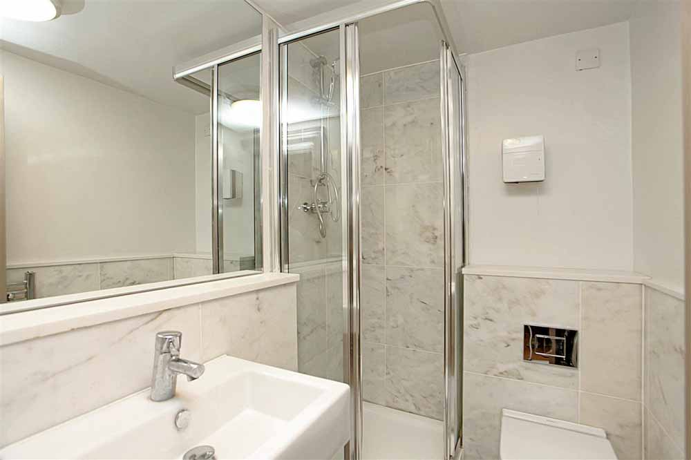Fitzrovia Apartments - Bathroom