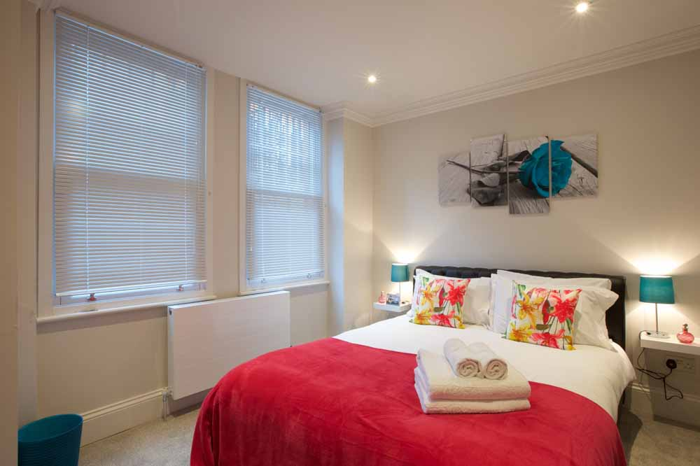 Barons Court Apartments - Bedroom