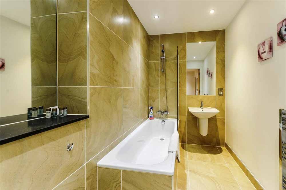 Tooley Street Apartments - Bathroom