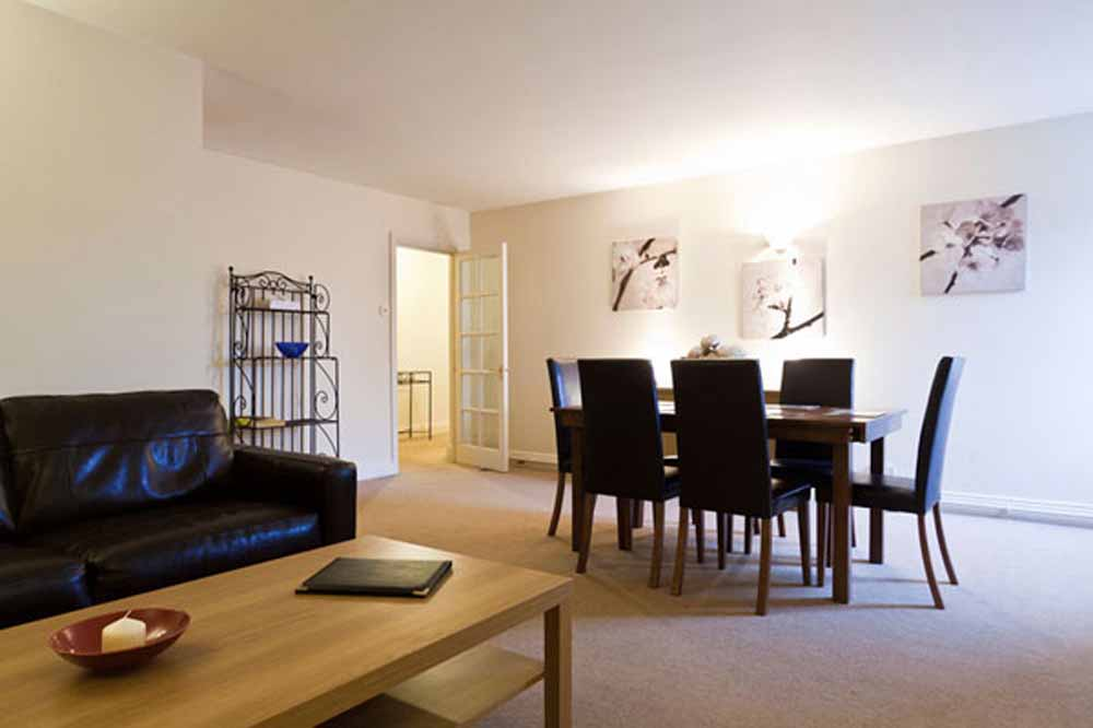 Superior One Bedroom Apartment - Dining Area