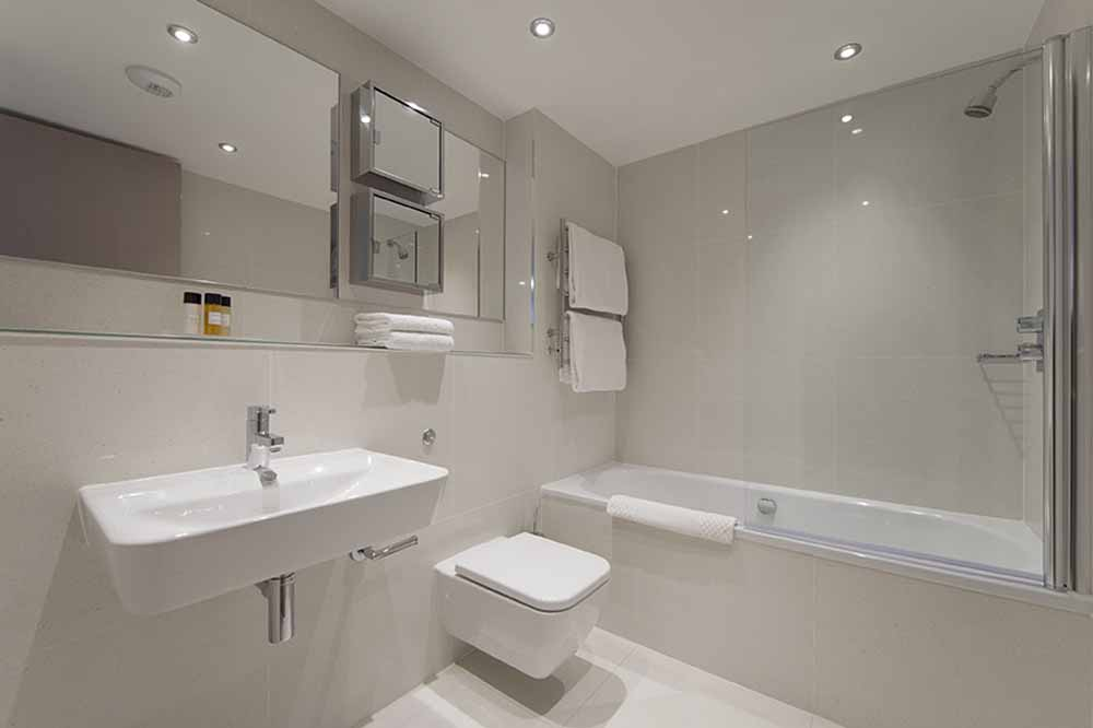Premier Studio Suite - Bathroom
