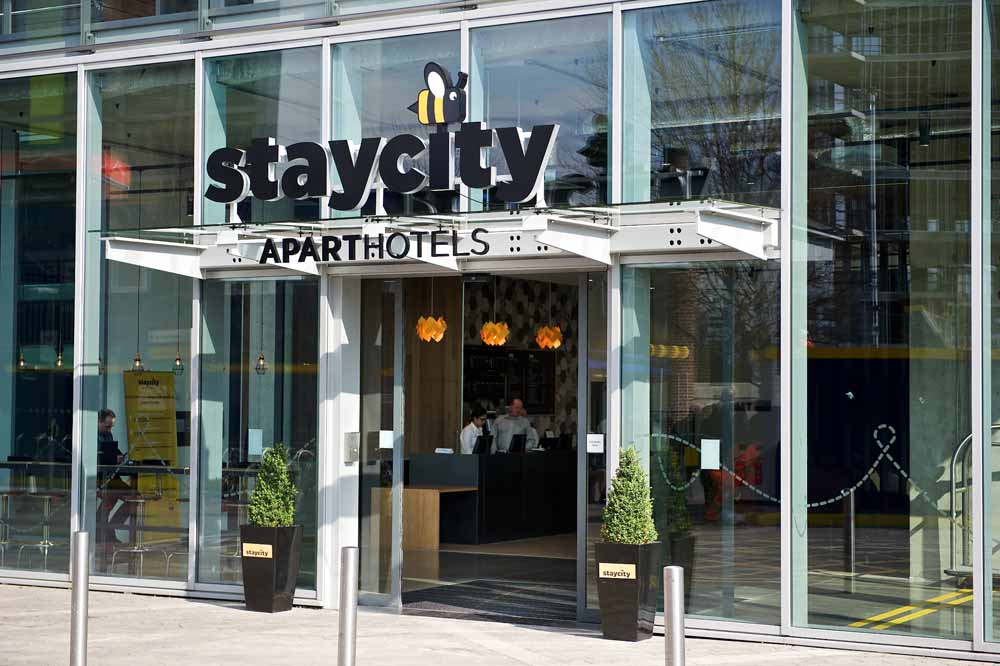 Staycity Aparthotels London Heathrow - Building Entrance