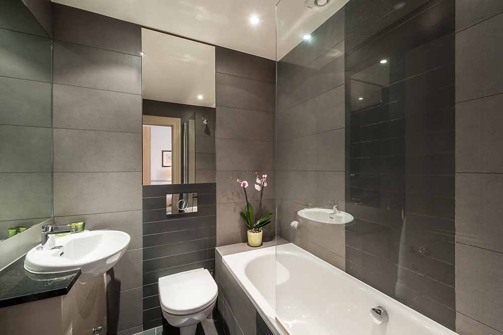 Junior Studio Apartment - Bathroom