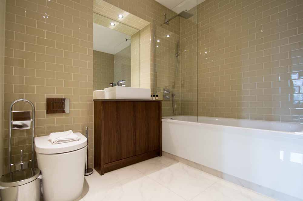 Lincoln Apartments - Bathroom