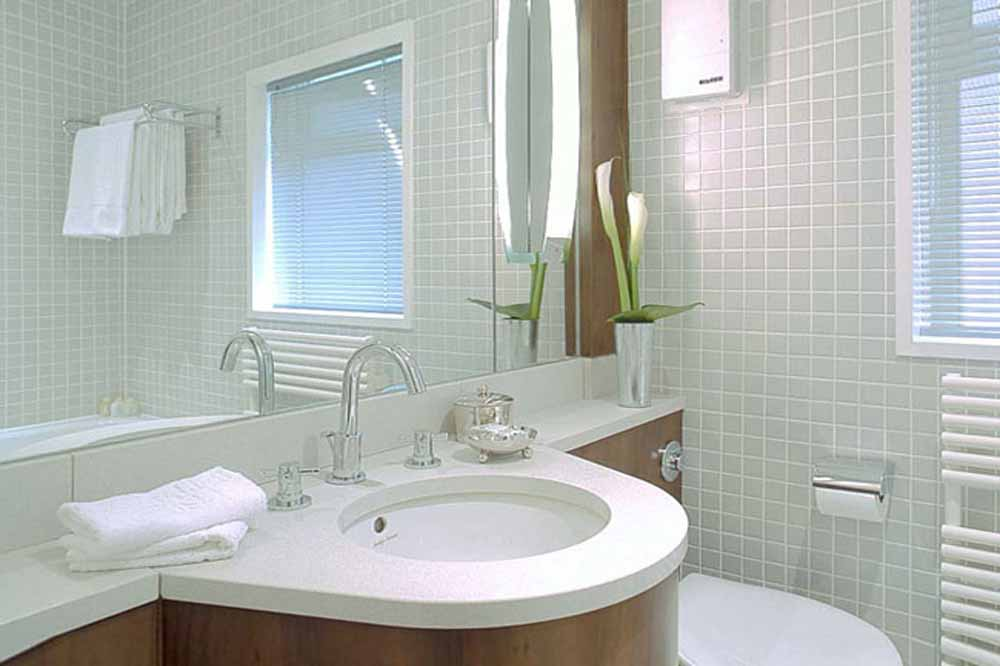 23 Greengarden House Apartments - Bathroom