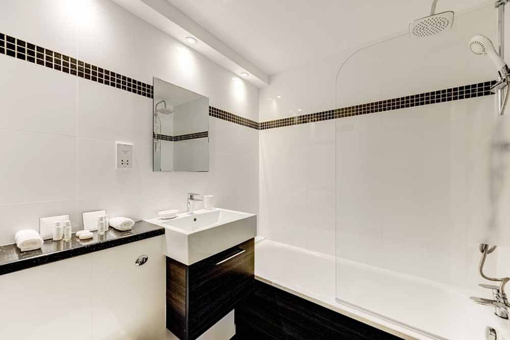 Three and Four Bedroom Apartment - Bathroom