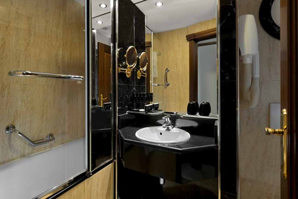 Executive Studio Apartment - Bathroom