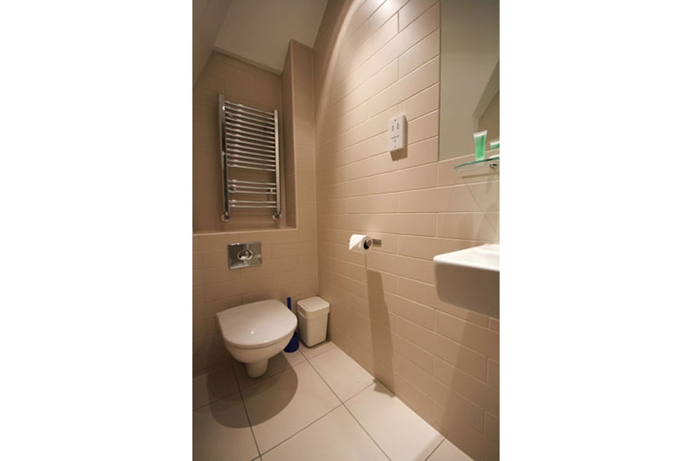 St James House Apartments - Bathroom