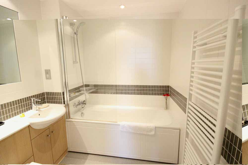 One Bedroom Penthouse Apartment - Bathroom