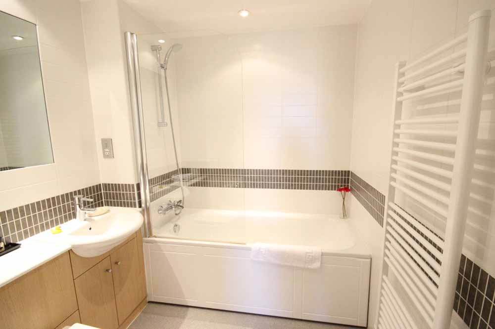 Two Bedroom Superior Apartment - Bathroom