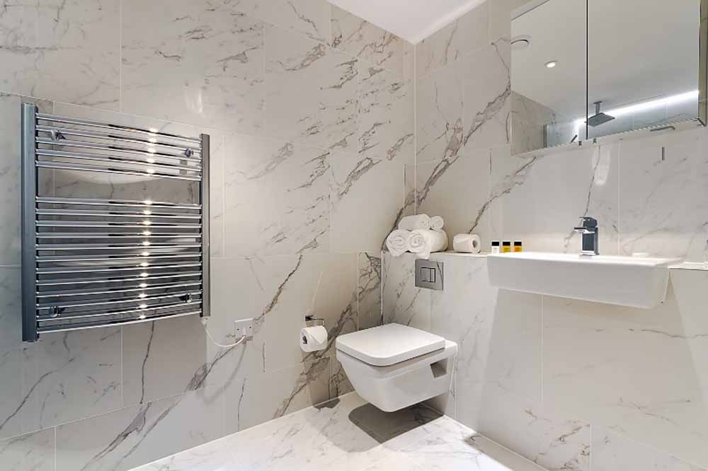 One Bedroom Apartment - Bathtroom
