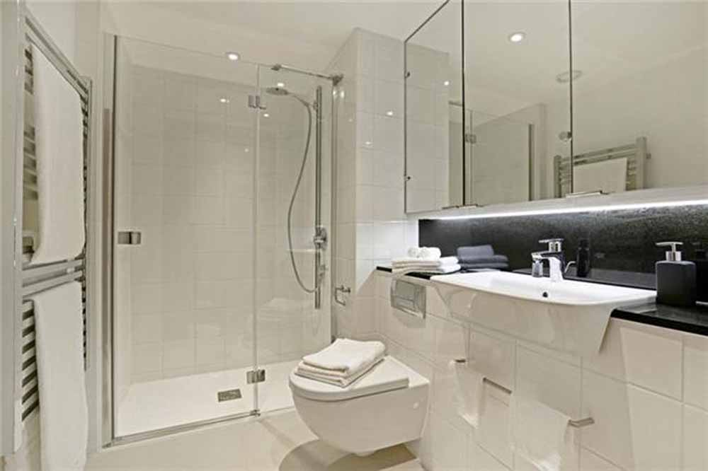 Fetter Lane Apartments - Bathroom