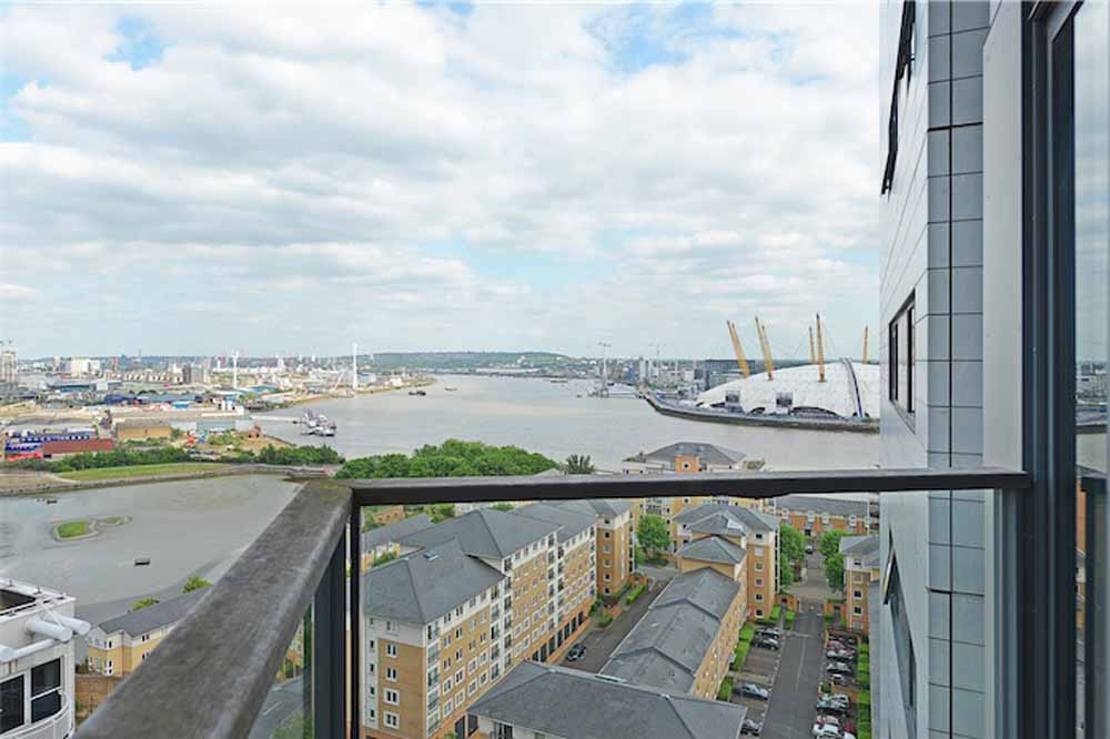 Neutron Tower Apartments - Millenium Dome View