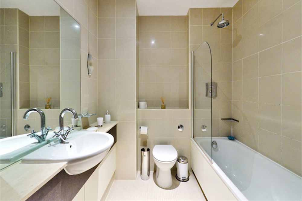 Westminster Apartments - Bathroom