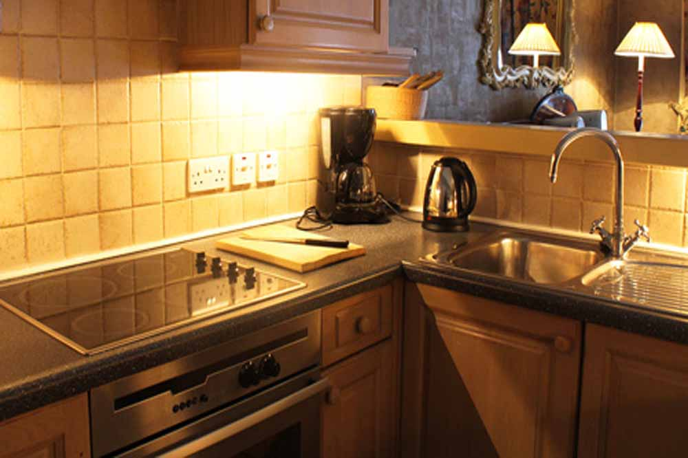 Classic One Bedroom Apartment - Kitchenette