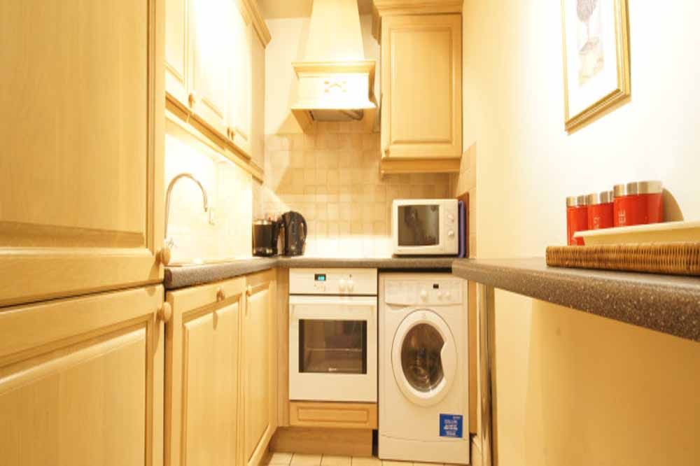 Classic Two Bedroom Apartment - Kitchenette