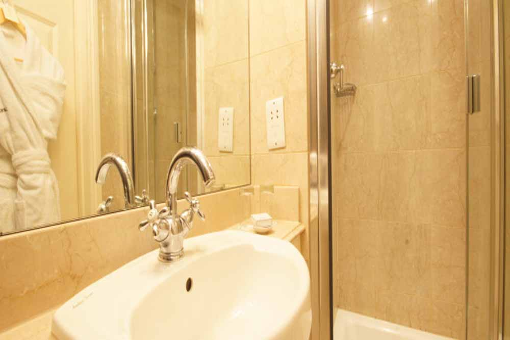 Classic Two Bedroom Apartment - Bathroom