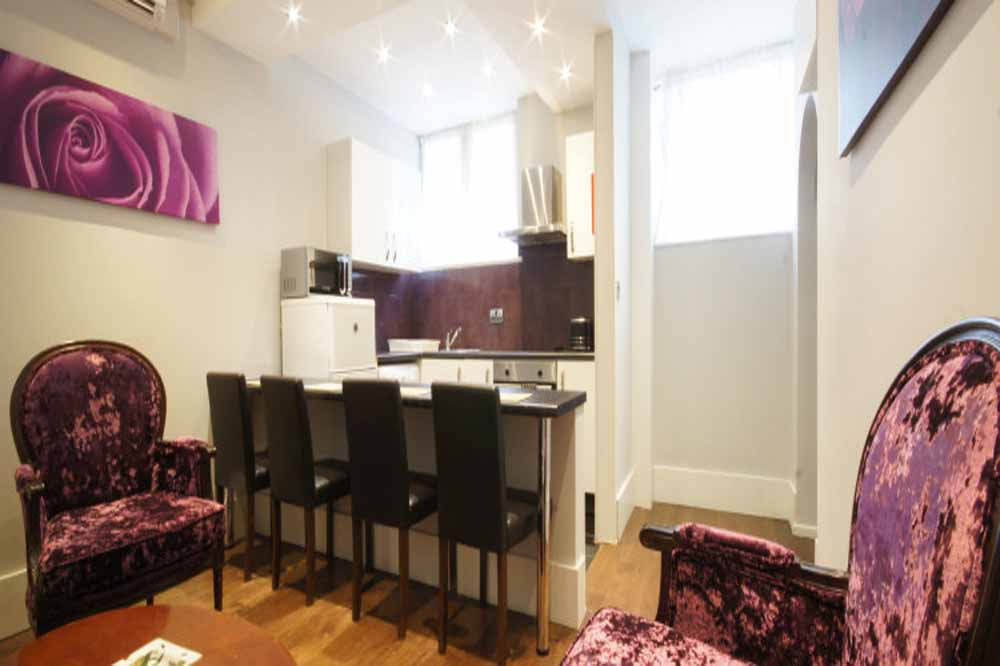 Deluxe Two Bedroom Apartment - Kitchenette and Dining Area