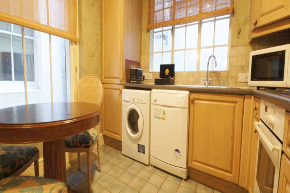 Classic Three Bedroom Apartment - Kitchenettte