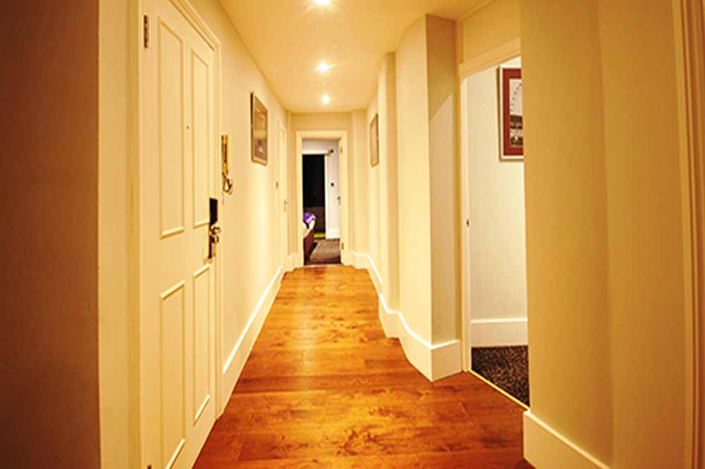 Deluxe Three Bedroom Apartment - Hallway
